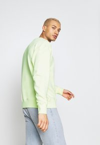 Nike Sportswear - Collegepaita - luminous green