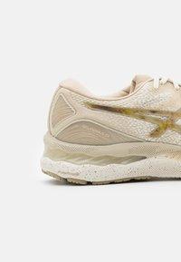 ASICS - GEL-NIMBUS 23 EARTH DAY - Neutral running shoes - cream/putty - 5