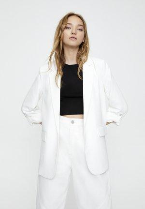 Krátký kabát - white