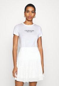 Calvin Klein - 2 PACK - Triko spotiskem - white/mid grey heather - 2