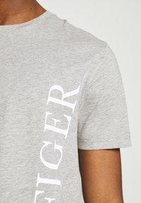 Tommy Hilfiger - LARGE LOGO TEE - Print T-shirt - grey - 4