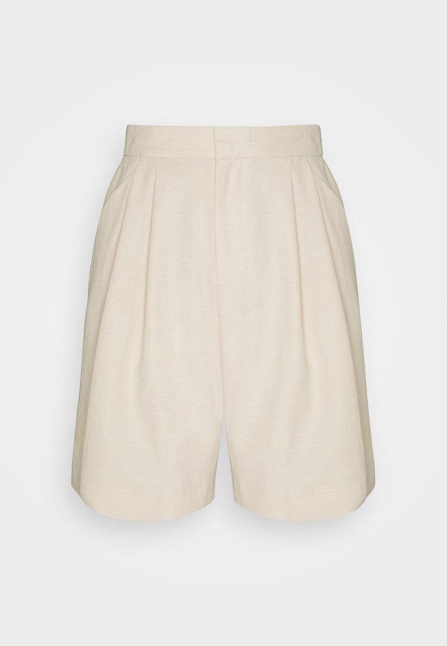 DEBBIE - Shorts - sand