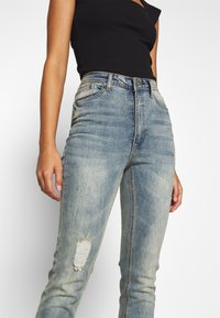 Missguided Petite - SINNER SINGLE KNEE RIP  - Jeans Skinny Fit - vintage wash - 4