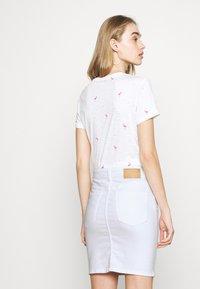 Pieces - PCLILI SKIRT  - Denim skirt - bright white - 4