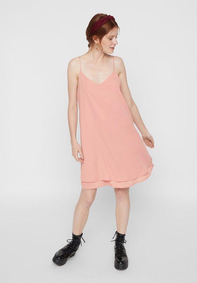 PCBODIL SLIP DRESS NOOS BC - Korte jurk - cameo brown 2
