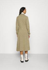 Samsøe Samsøe - AMARITA DRESS - Strickkleid - covert green - 2