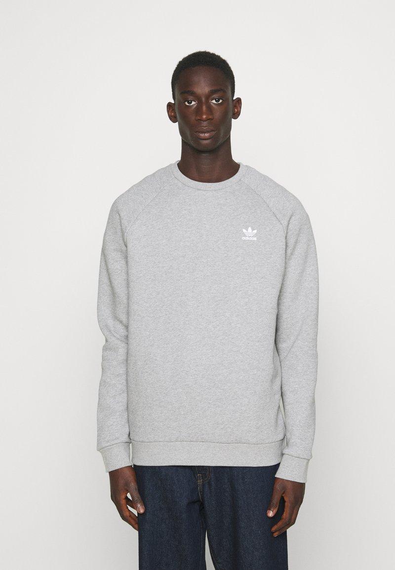 adidas Originals - ESSENTIAL CREW - Sweatshirt - medium grey heather