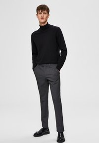 Selected Homme - SLHSLIM-CARLO FLEX PANTS - Pantalones - grey melange - 1