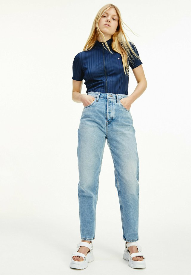 MOM SUPER HIGH RISE  - Jeans Tapered Fit - light blue