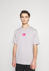 adidas Originals - TREFOIL TEE UNISEX - Print T-shirt - grey - 0