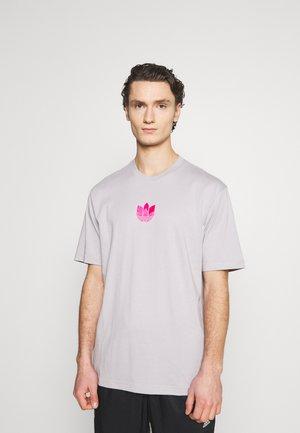 TREFOIL TEE UNISEX - Camiseta estampada - grey