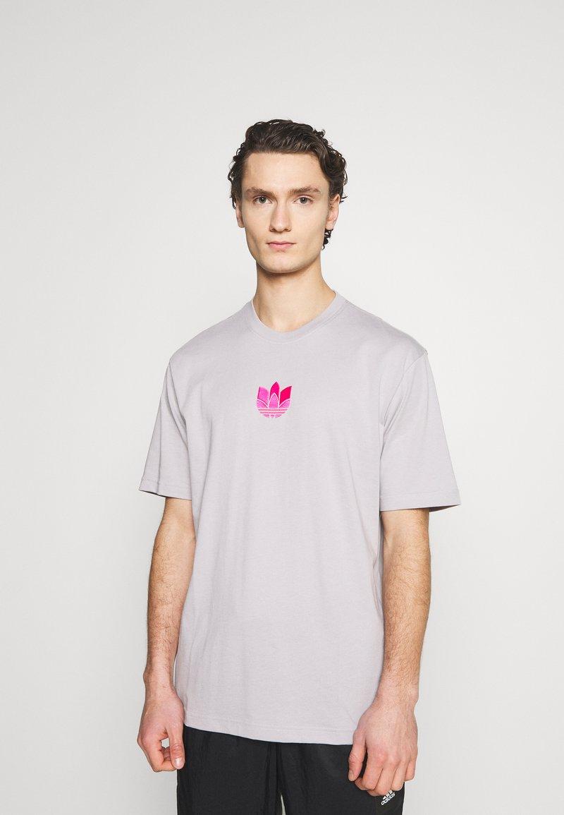 adidas Originals - TREFOIL TEE UNISEX - Print T-shirt - grey