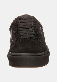 Vans - UA COMFYCUSH OLD SKOOL - Sneakersy niskie - black - 5