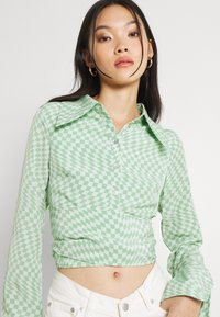 Fashion Union - HAMMER SHIRT - Blusa - light green - 3