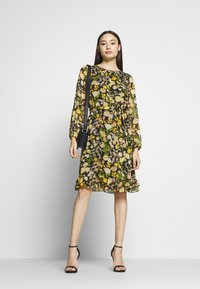 Wallis Petite - GARDEN FLORAL FRILL FIT AND FLARE DRESS - Day dress - black - 1