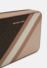 MICHAEL Michael Kors - JET CROSSBODY COLOUR BLOCK - Across body bag - brown/softpink - 5