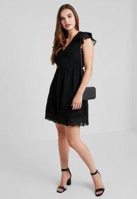 Vero Moda - VMAISHA DRESS - Hverdagskjoler - black - 1