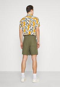 Marc O'Polo DENIM - Shorts - fresh olive - 2