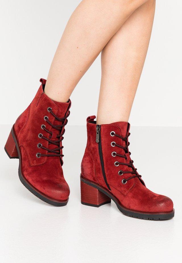 Botines con cordones - red