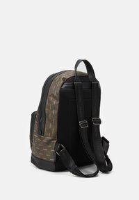 Valentino Bags - LIUTO BACKPACK - Sac à dos - brown - 1