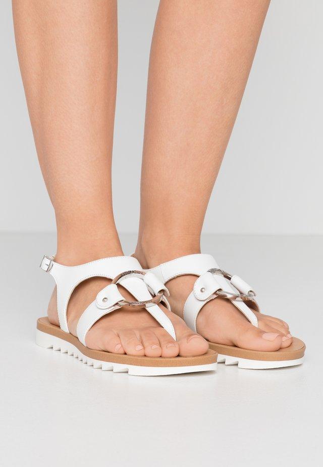 Sandaler m/ tåsplit - weiß