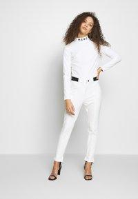 Missguided Petite - SKI BODY SUIT - Camiseta de manga larga - white - 1