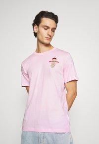 Nike Sportswear - TEE FOOD CART - Print T-shirt - pink foam - 2