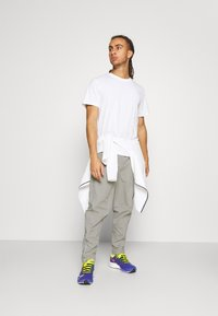 Ellesse - RIGARIO TRACK PANT - Trainingsbroek - light grey - 1