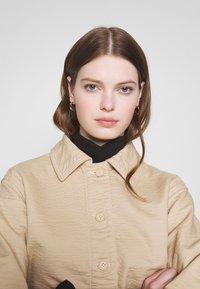 Weekday - EVE - Lehká bunda - medium beige - 3