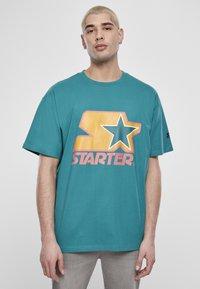 Starter - Print T-shirt - green/yellow/rose - 0