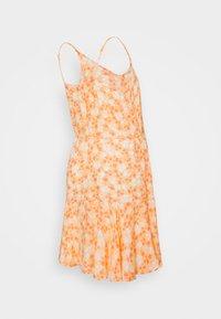 Pieces Maternity - PCMNYA SLIP BUTTON DRESS - Vestido informal - apricot cream - 1