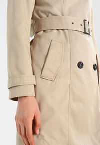 Vila - VITHREE LONG - Trenchcoat - soft camel