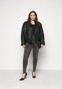 Selected Femme Curve - SLFINA SMOKE  - Jeans Skinny Fit - black denim - 1