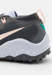 Nike Performance - WILDHORSE 7 - Zapatillas de trail running - iron grey/football grey/neptune green/crimson tint - 5