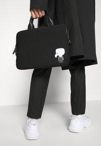 KARL LAGERFELD - IKONIK LAPTOP SLEEVE UNISEX - Laptop bag - black - 1