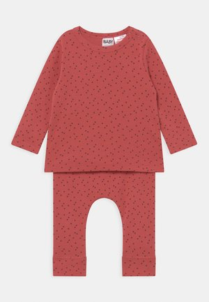 ANNA & ABBY SET UNISEX - Trousers - red brick