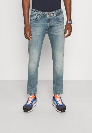SLHSLIM LEON - Slim fit jeans - light blue denim