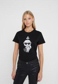 KARL LAGERFELD - KARL'S TREASURE KNIGHT T-SHIRT - Print T-shirt - black - 0