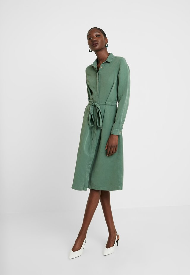 CORA SPIRIT DRESS - Shirt dress - bottle green