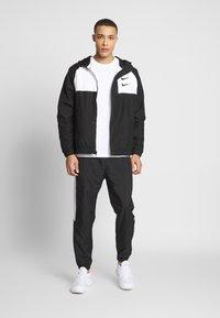 Nike Sportswear - Lett jakke - black/white/particle grey/(black) - 1