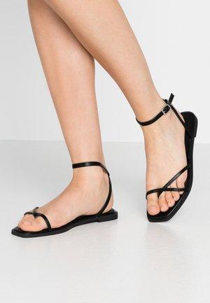 CANYON - Sandalias de dedo - black