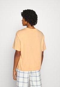 Nike Sportswear - T-shirt basique - orange - 2