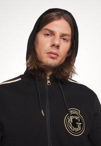 Glorious Gangsta - RAYLOW HOOD - Zip-up sweatshirt - jet black/gold - 4