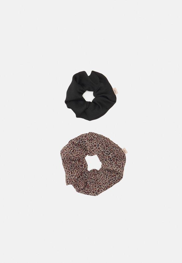 LEO JUMBO SCRUNCHIE 2 PACK - Hair styling accessory - brown/black