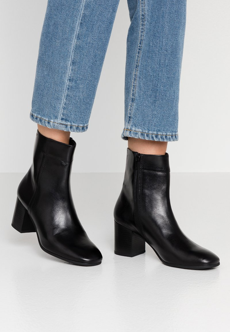 Vagabond - NICOLE - Kotníkové boty - black