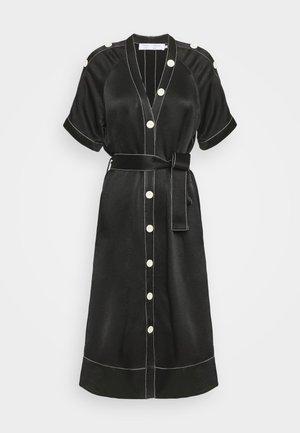 BELTED DOBBY CONVERTIBLE DRESS - Robe chemise - black