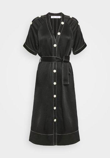 BELTED DOBBY CONVERTIBLE DRESS - Vestido camisero - black