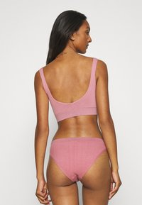 Out From Under for Urban Outfitters - MARKIE PANT 3 PACK - Briefs - rose/orchid/caramel - 2