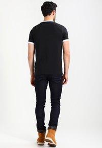 Farah - GROVES - Basic T-shirt - deep black - 2