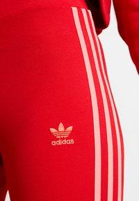 adidas Originals - ADICOLOR 3 STRIPES TIGHTS - Legíny - scarlet - 4